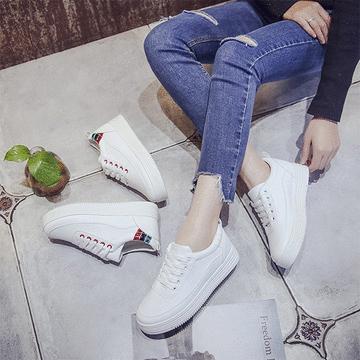 休閒運動風厚底小白鞋