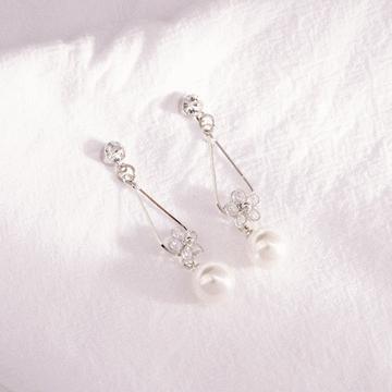 清晰氣質珍珠水滴花瓣 耳針/無耳洞黏貼式耳環
