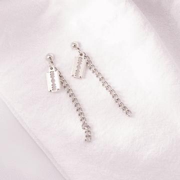 韓版個性刀片小牌鏈條 耳針/無耳洞黏貼式耳環