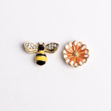 甜美小蜜蜂雛菊不對稱 耳針/無耳洞黏貼式耳環