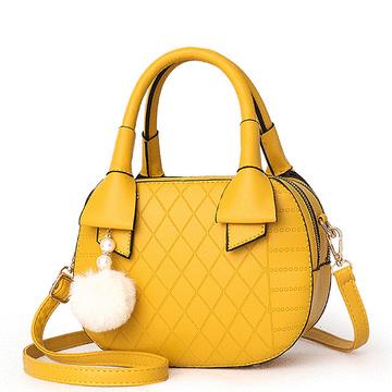 純色菱格珍珠毛球手提包