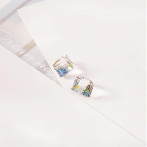 STK518 極簡透亮立方水晶 無耳洞黏貼式耳環
