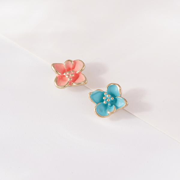 STK229 迷你可愛粉嫩花朵不對稱 無耳洞黏貼式耳環